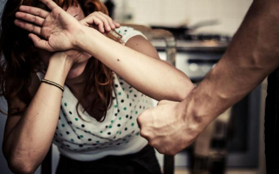 избиение беременной женщины