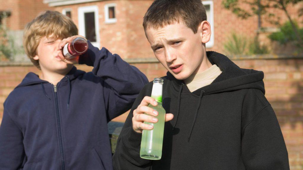 употребление алкоголя несовершеннолетним