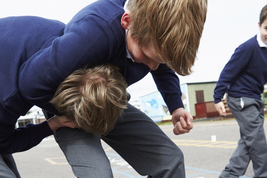 Сколько лет дают за избиение несовершеннолетних