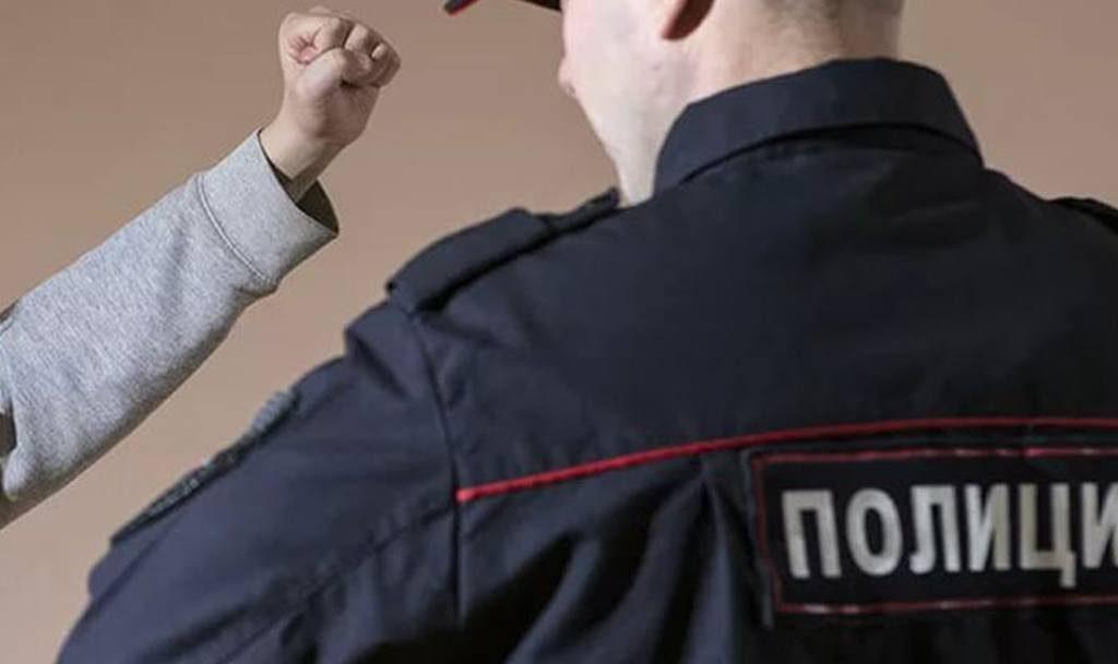 Имееет ли право полицейский застрелить человека если он избивает полицейского
