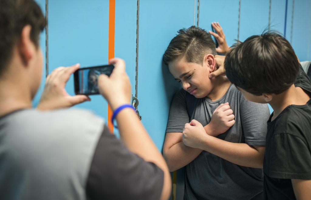 Стоп буллинг: что делать, если ребенка оскорбляют в школе?