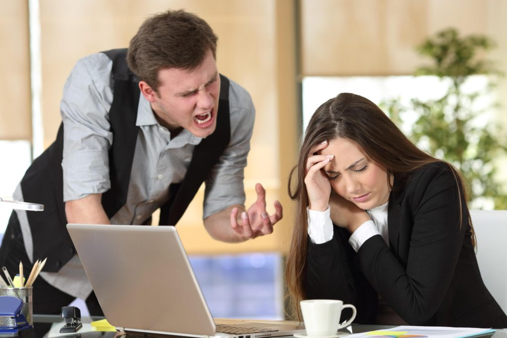 как реагировать на крик начальника