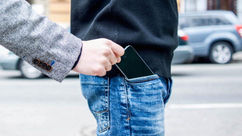 Что делать при краже телефона в школе?